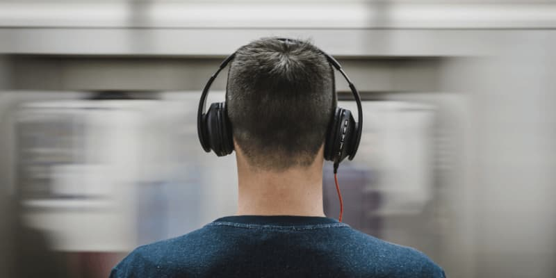 Los mejores auriculares para personas con discapacidad auditiva